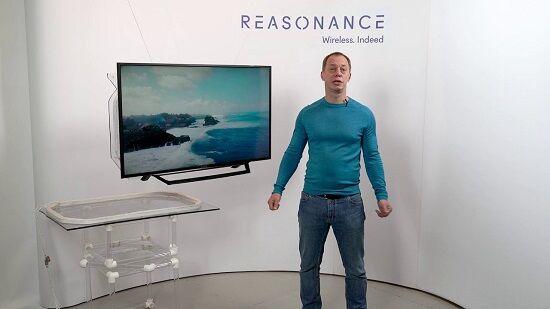 【朗報】電源コードが要らない「完全ワイヤレステレビ」が発表!50㎝離れていても給電できる送電装置をテレビ台に置くだけ!