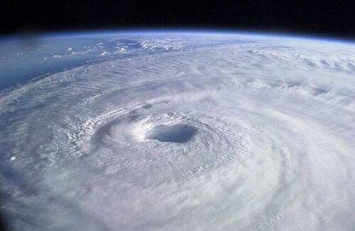 台風9号10号連続発生かに関連した画像-01