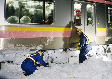 JR 信越線 大雪 立ち往生に関連した画像-01