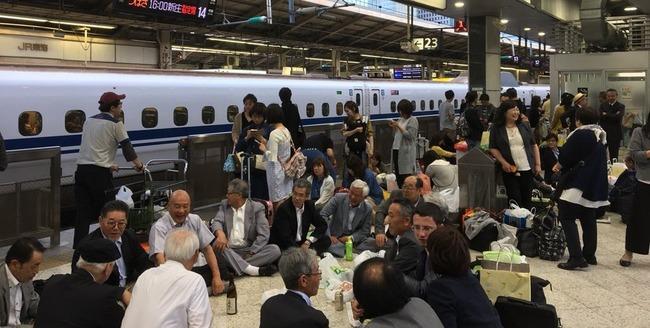 東北新幹線 運転見合わせ 停電 乗客 ホーム 宴会に関連した画像-01