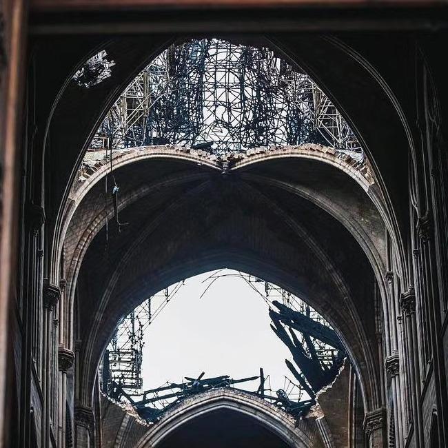 ノートルダム大聖堂 崩壊 廃墟 火災 十字架に関連した画像-05