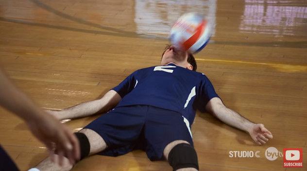 バレーボール 顔面レシーブ スコット・スターリンに関連した画像-17