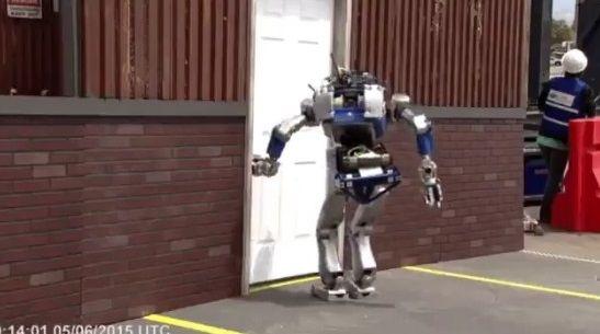 二足歩行ロボット ドア バトルに関連した画像-01