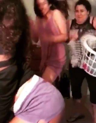 美人 ユーチューバー セクシー ダンス 母親 乱入に関連した画像-06