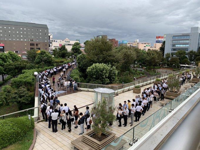 台風津田沼駅行列に関連した画像-02