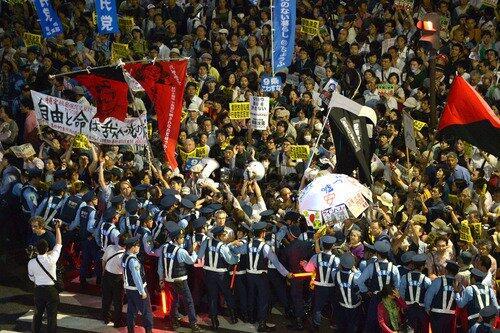 琉球新報 沖縄 集団的自衛権に関連した画像-01