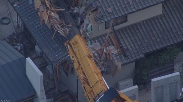 大型クレーン 横転 住宅破壊に関連した画像-04