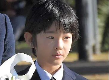 秋篠宮悠仁さま 中学校 机 刃物 監視カメラに関連した画像-01