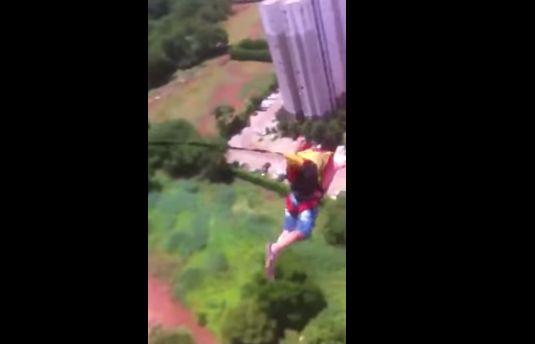 マンション 動画 通販 パラシュート 飛び降り 批判 号泣 家族に関連した画像-06