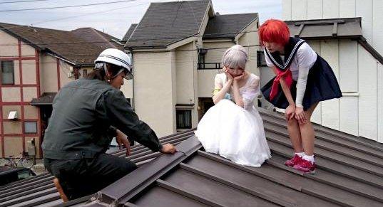 屋根修理業者 コスプレイヤー 屋根 宣伝に関連した画像-01