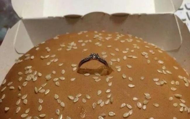 ビッグマック 衝撃 プロポーズ 告白 指輪に関連した画像-04