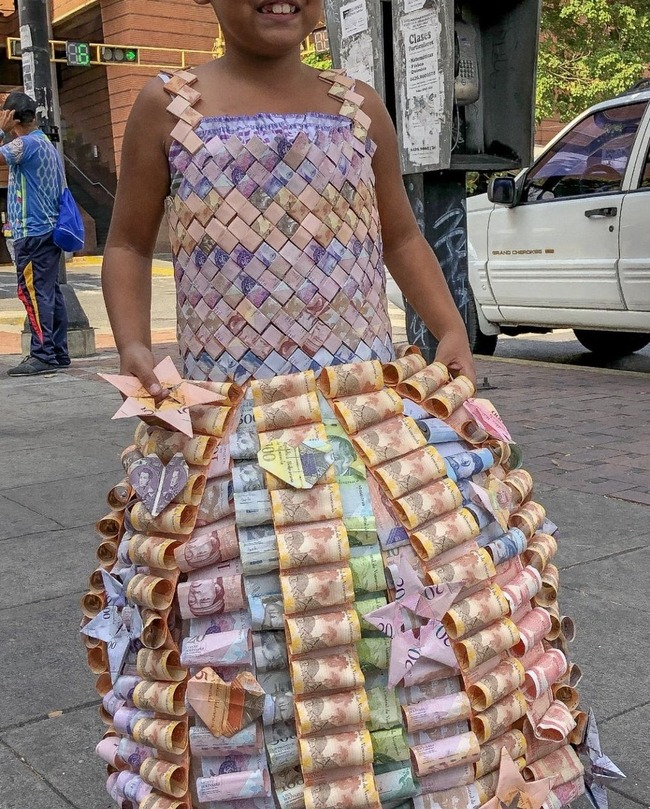 ベネズエラ ハイパーインフレ 紙幣ドレスに関連した画像-02