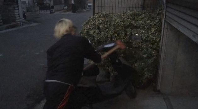 PS4 破壊 親父 ハンマー たむちん 逆襲 原付バイクに関連した画像-05