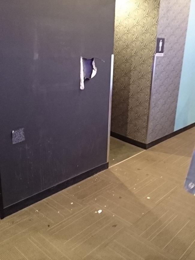 ゲーセン 壁 チンパン 音ゲー 筐体 破壊に関連した画像-02