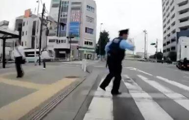 赤信号 警察官 飛び出し 自転車 赤信号に関連した画像-01