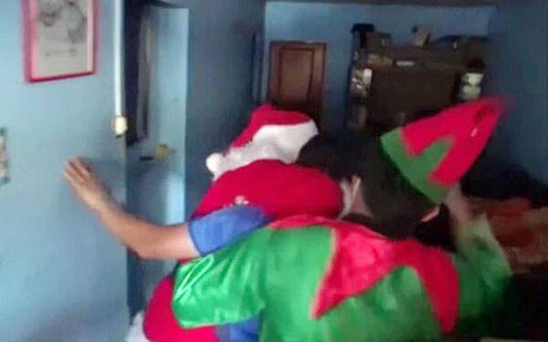 警察 サンタ 麻薬密売人 逮捕に関連した画像-04