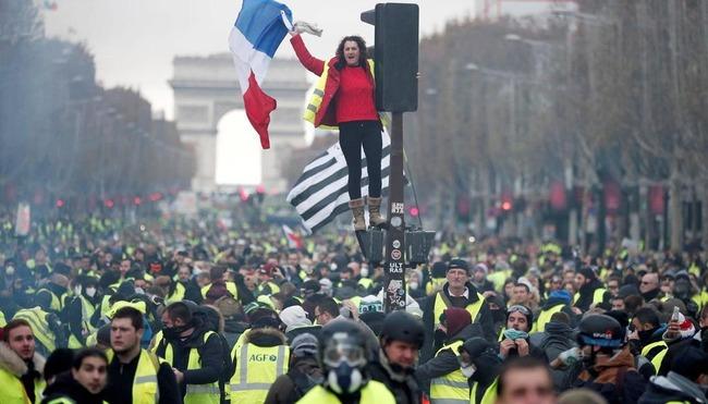 フランス 燃料税 見合わせに関連した画像-01