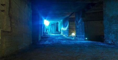 地下空間 入り口 ハッチ 扉 錯覚 看板に関連した画像-01