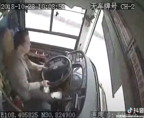 中国バス 橋 転落に関連した画像-04