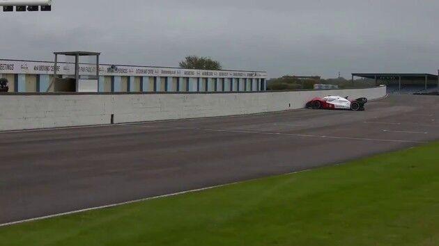 無人 自動運転 レース ロボ 事故 に関連した画像-05