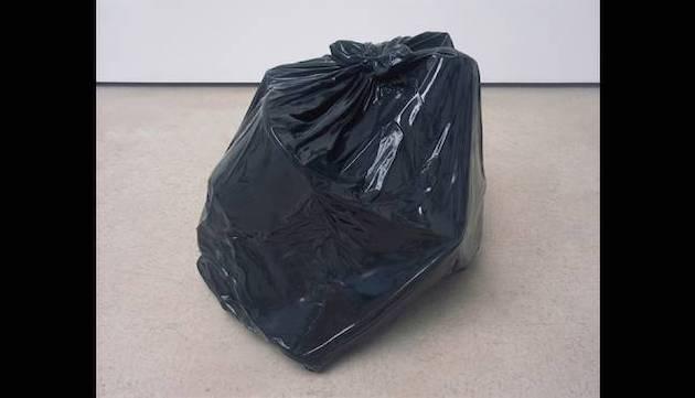 ゴミ袋 芸術 作品 700万円 落札に関連した画像-03