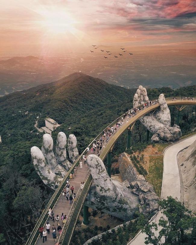 ベトナム ゴールデンブリッジ 石の手 観光に関連した画像-03
