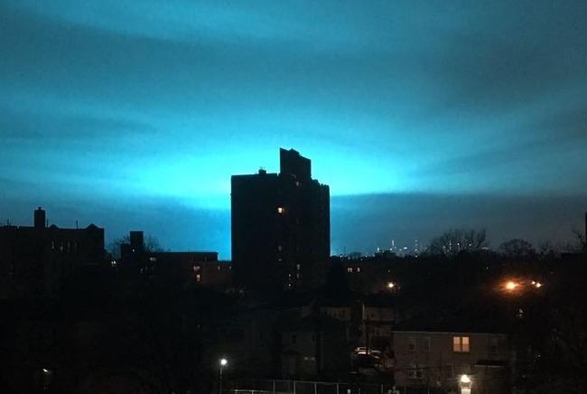 ニューヨーク 夜空 真っ青 電力会社 変電所 爆発に関連した画像-01
