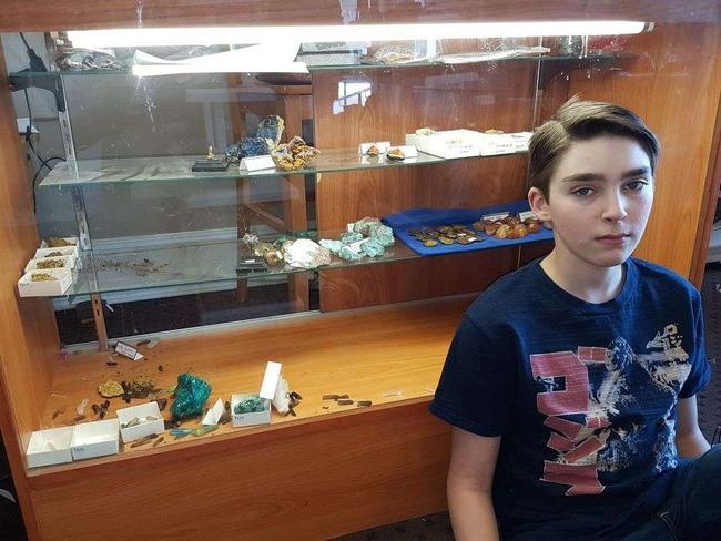 13歳 石 博物館 強盗 劇的 展開 に関連した画像-03