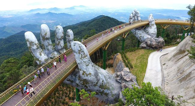 ベトナム ゴールデンブリッジ 石の手 観光に関連した画像-04