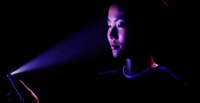 iPhoneX フェイスid 顔認証 脆弱性 寝顔 ロック解除 送金に関連した画像-01