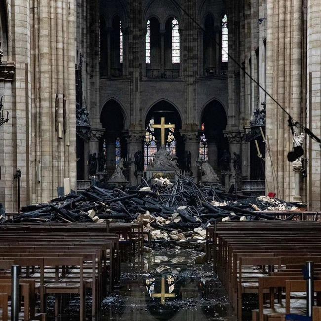 ノートルダム大聖堂 崩壊 廃墟 火災 十字架に関連した画像-02