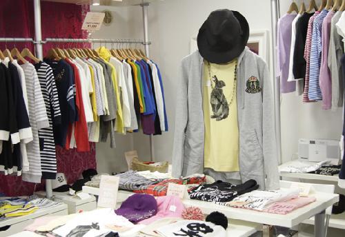アパレル業界「服が売れなすぎてヤバイ、おしゃれや恋愛に興味のない若者増えすぎでしょ」