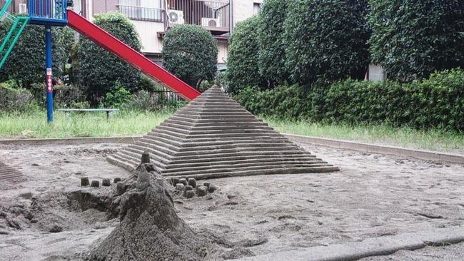 ツイッター 砂場 遊び場 子供 ピラミッドに関連した画像-04