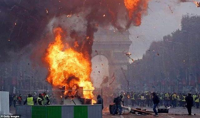 パリ デモ 暴徒化に関連した画像-01