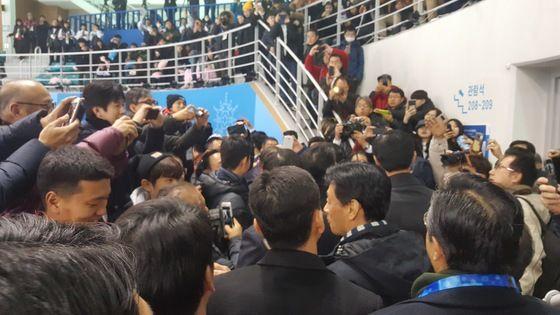 平昌五輪 安倍首相 大人気に関連した画像-04