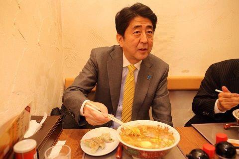 安倍晋三 首相 グルメレポーター 感想 ジューシー 語彙 内閣総理大臣 政治 果物 野菜 肉に関連した画像-01