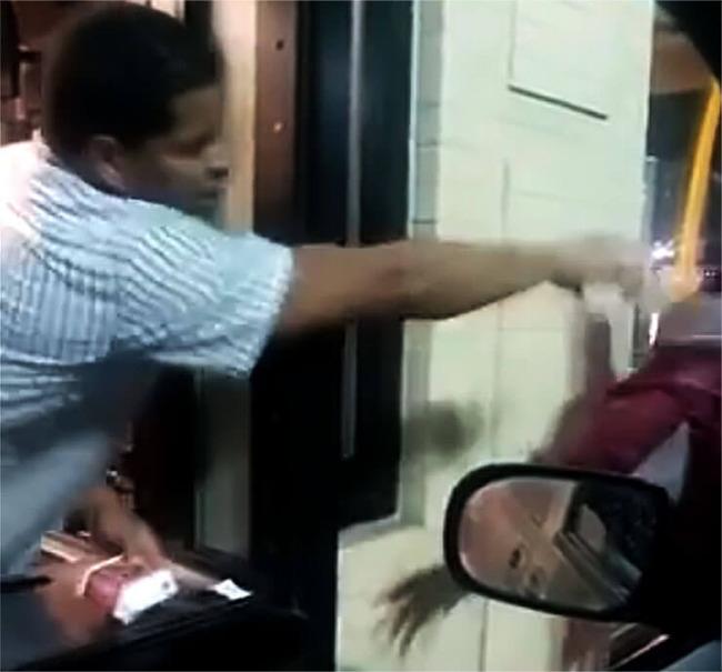 マクドナルド 虐待 ホームレス 店員 炎上 冷水 マックナゲット に関連した画像-04