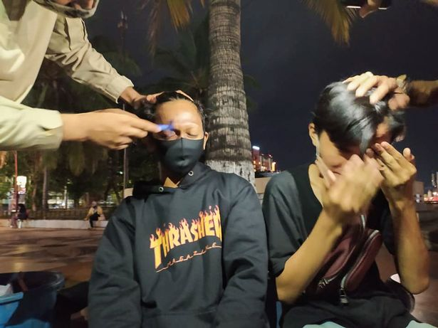 観光客 詐欺 少年 小遣い カミソリ 警官 眉毛 全剃り 執行に関連した画像-03