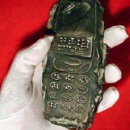 携帯電話 800年前 出土に関連した画像-03