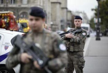 パリ 警視庁 職員 ナイフ 殺傷に関連した画像-01