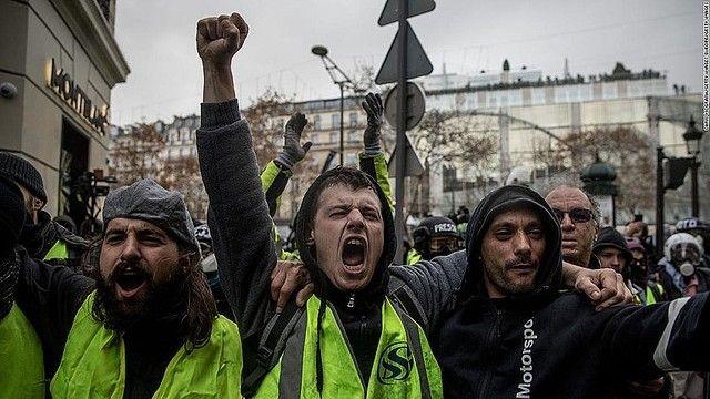 フランス パリ デモ 暴徒 略奪 アップルストアに関連した画像-01