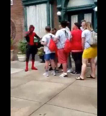 スパイダーマン ディズニーランド トムホランドに関連した画像-03