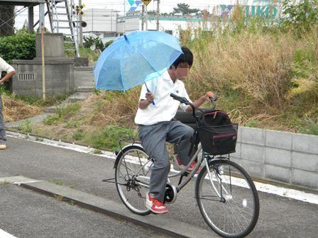 傘 自転車 取り締まり 強化 違反 笠地蔵 レジャーハット 梅雨 警察に関連した画像-01