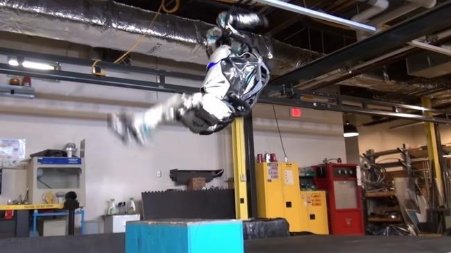 人型ロボット Atlas バク宙に関連した画像-04