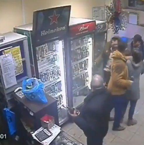 ロシア 女性店員 右ストレートに関連した画像-05
