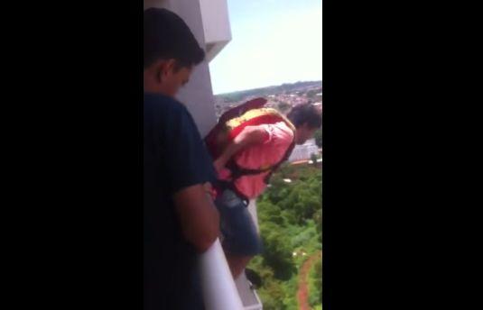 マンション 動画 通販 パラシュート 飛び降り 批判 号泣 家族に関連した画像-05