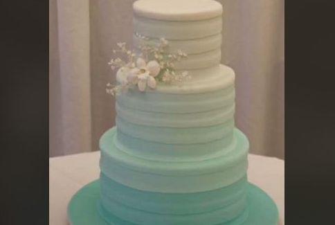 ウェディングケーキ ケーキ TikTokに関連した画像-01