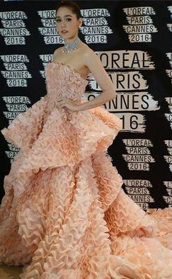 えびせん ドレス 女性 SNSに関連した画像-05