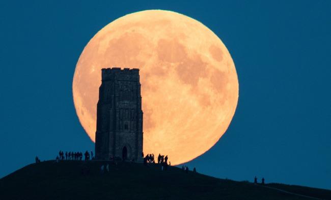 1月21日は今年初めての満月!更に「スーパームーン」で、同時に「皆既月食」が起こる スーパー・ブラッド・ウルフムーン!!