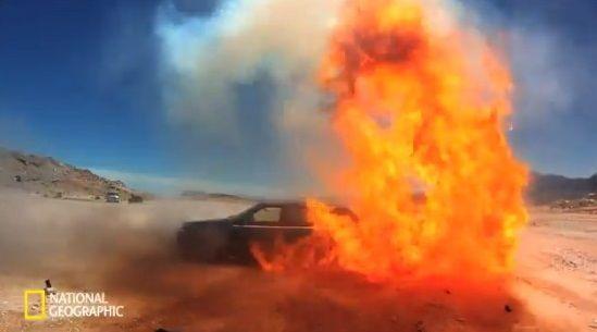 車 ガソリン 爆発に関連した画像-09